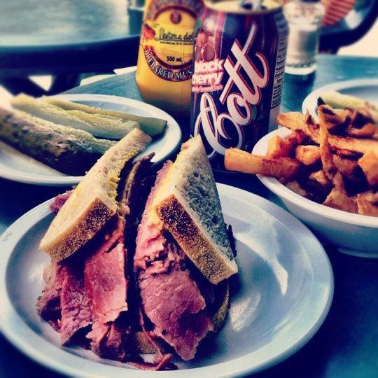 Lester S Deli Smoked Meat Restaurant In Montreal 514